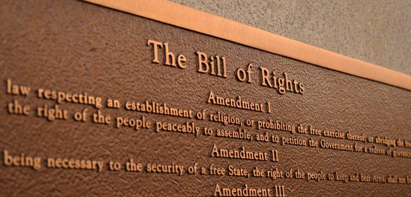 अधिकारों के विधेयक की स्मृति में पट्टिका। (फोटो: टेड मिलेसेरेक)