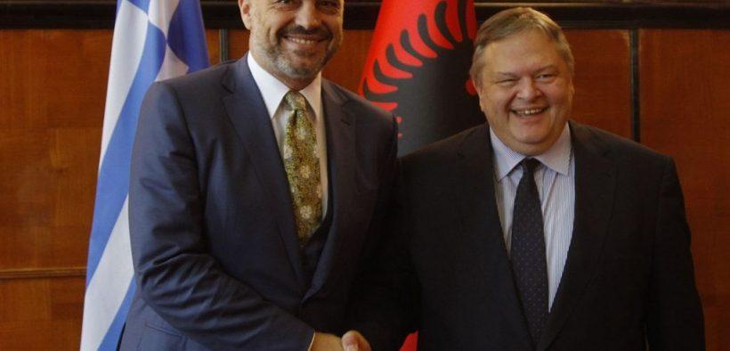 бывший министр Албании Эди Рама (слева) с заместителем премьер-министра и министром иностранных дел Греции.