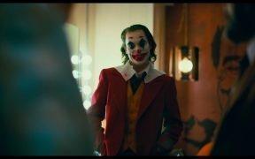 Хоакин Феникс в роли Джокера в роли режиссера Тодда Филлипса «Джокер», который открывает общенациональный октябрьский 4. (Фото: YouTube)