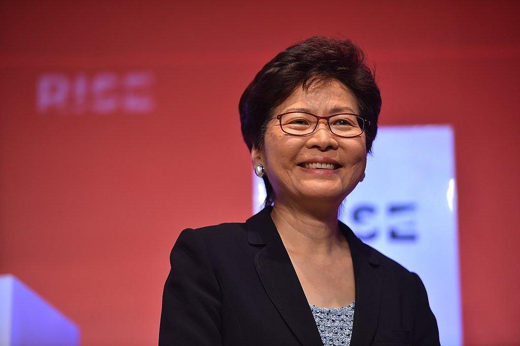 Carrie Lam, gouvernement de Hong Kong, sur la scène centrale pendant le premier jour de RISE 2018 au Centre des congrès et des expositions de Hong Kong à Hong Kong.