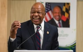 Le représentant Elijah Cummings s'exprimant à la bibliothèque du comté de Howard, choisissez le symposium sur la civilité à 2013.