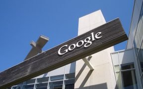 Un segno di Google dal loro campus a Mountain View, in California.