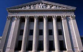 La fachada este de la Corte Suprema de los Estados Unidos.