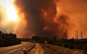 Le Carr Fire est un incendie de forêt californien 2018 qui a brûlé dans les comtés de Shasta et de Trinity. Date: juillet 26, 2018. (Photo: Eric Coulter, BLM)