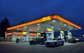 Treibhausgase, Autos an der Tankstelle