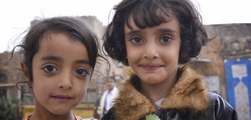 Two sisters in Yemen. (Photo: Rod Waddington)