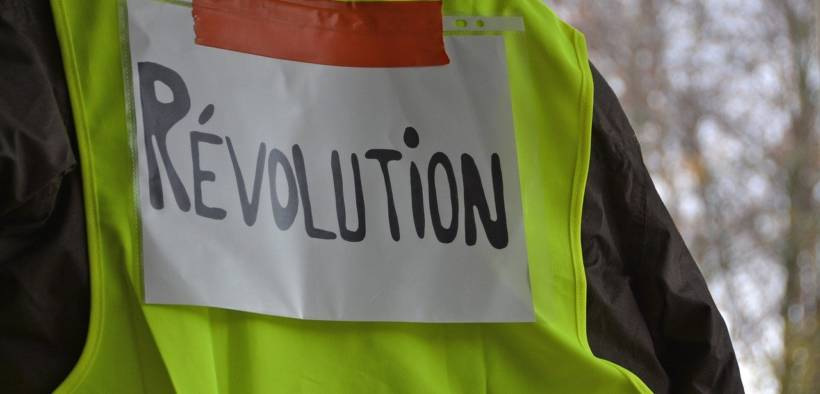 A Yellow Vest protester in France. The Yellow Vest movement which began in October 2018 spans the political spectrum but arose out of frustration with the Macron government. (Photo: Pixabay)