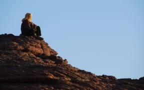 Deserto Libico Tuareg osserva il tramonto sullAkakus panoramio