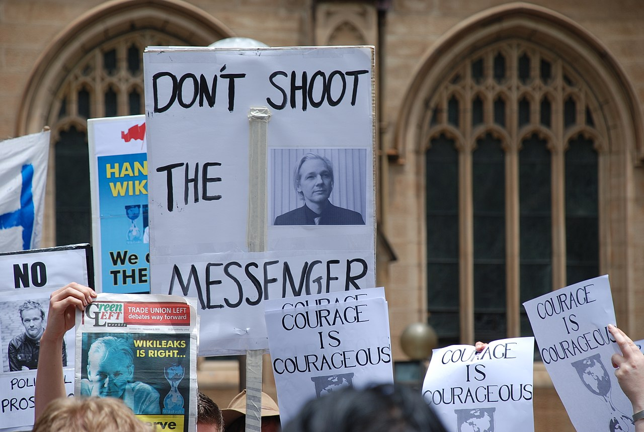 """Doctors """"Strongly Condemn"""" UK Decision to Keep Assange Imprisoned During COVID-19 Pandemic - Citizen Truth"""