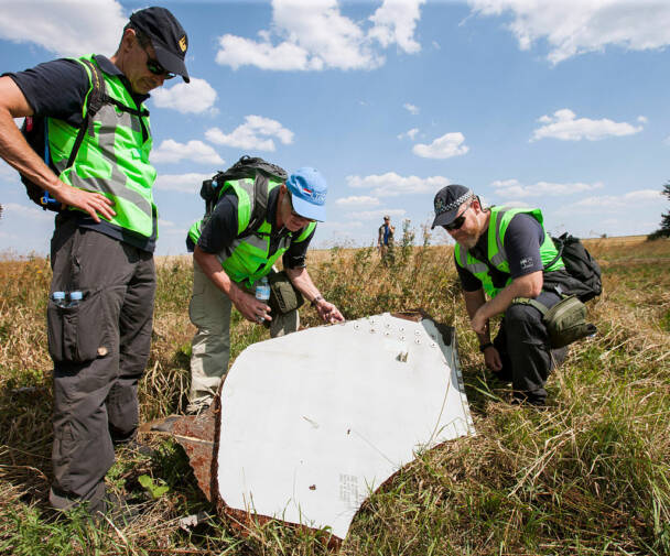 Investigation of the crash site of MH 17